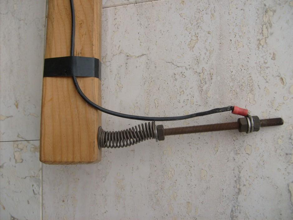 L'altro terminale filo da taglio con molla di tensione